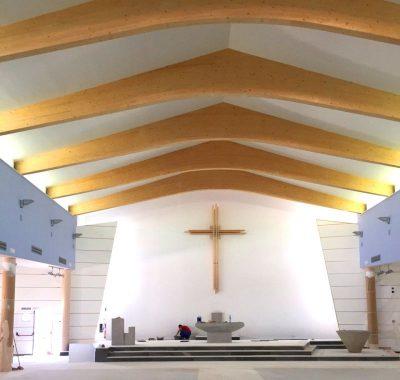 cubierta de iglesia de madera laminada