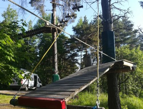 Inspección de parque de aventura en arboles en Finlandia