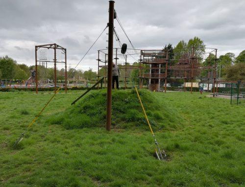 Inspección de parque de aventura con estructura metálica en Reino Unido