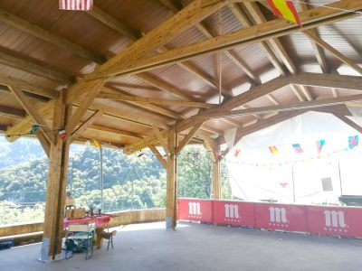 estructura de madera laminada con porticos a 2 aguas