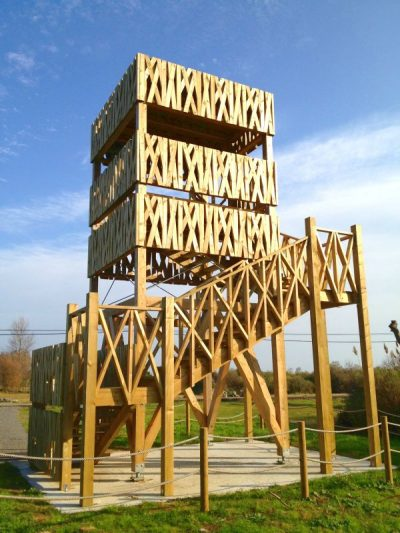 torre con estructura de madera
